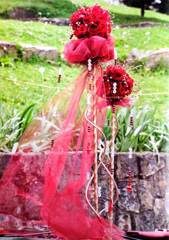 Arreglo-con-rosas-rojasyperlas-doradas
