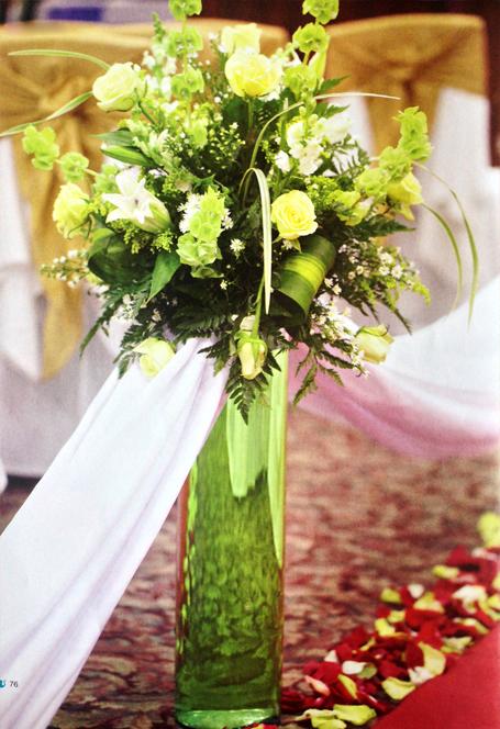 Arreglo-floral-boda-rosas-azucenas