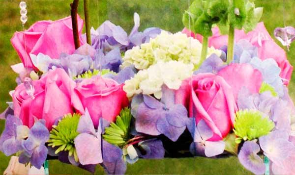 Arreglo-rosas-lila-hortensias-azules-blancas-detalle