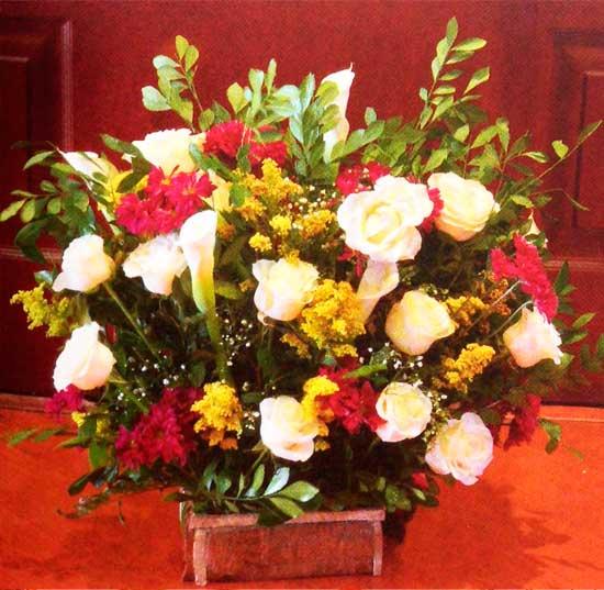 Rosas-blancas-hortensias-margaritas-magenta-detalle