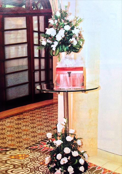 Adornos-florales-para-decorar-la-mesa-de-regalos
