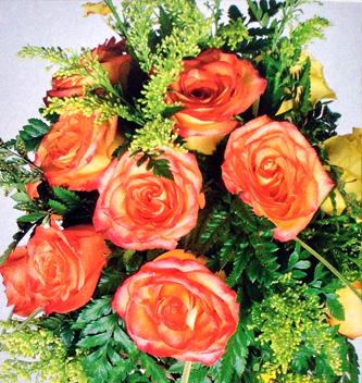 Diseno-floral-moderno-rosas-amarillas-orquideas-detalle