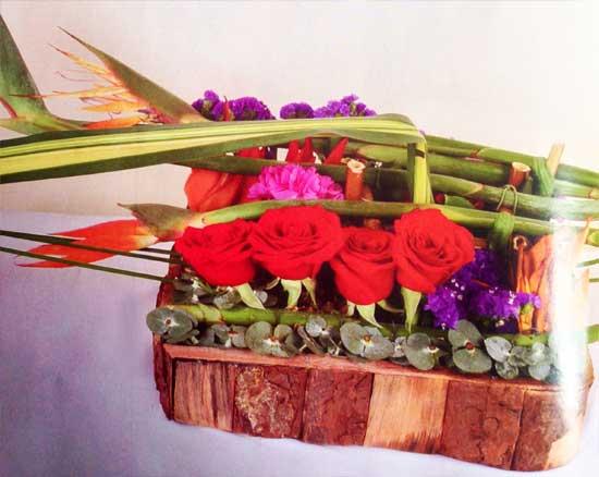 Decora-aniversario-con-claveles-rosados-rosasrojas