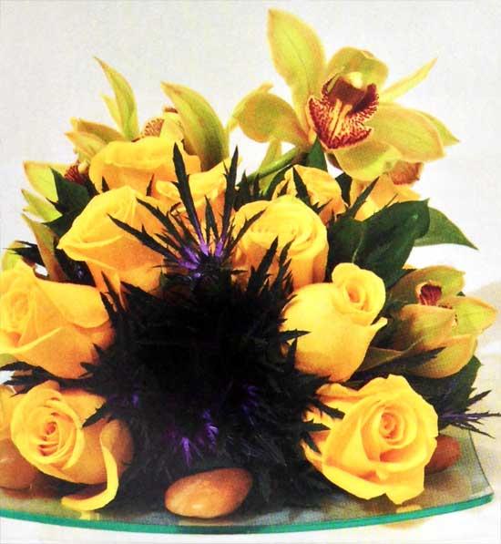 Diseno-con-Rosas-y-Orquídeas-amarillas