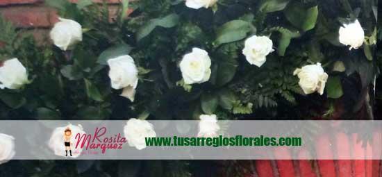 flores-blancas-matrimonio-entrada-arco