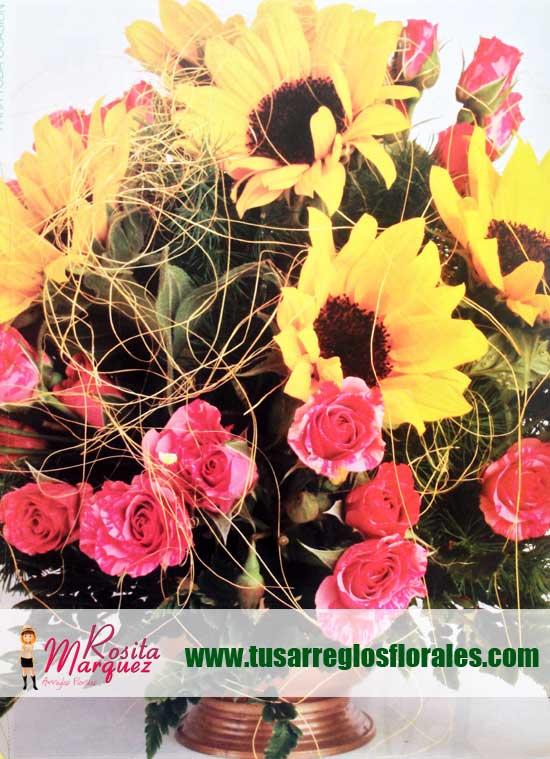 Aprende-a-disenar-tus-propios-arreglos-florales-con-girasoles-rosas