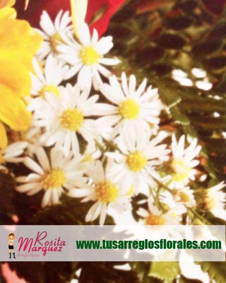 Arreglo-floral-exotico-con-girasoles-margaritas-rosas-rojas01