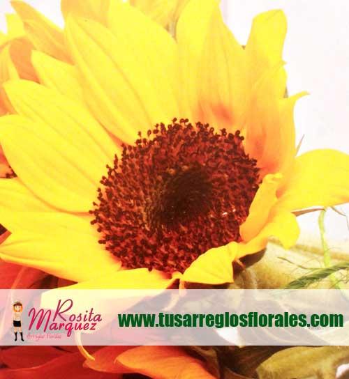 Arreglo-floral-exotico-con-girasoles-margaritas-rosas-rojas02