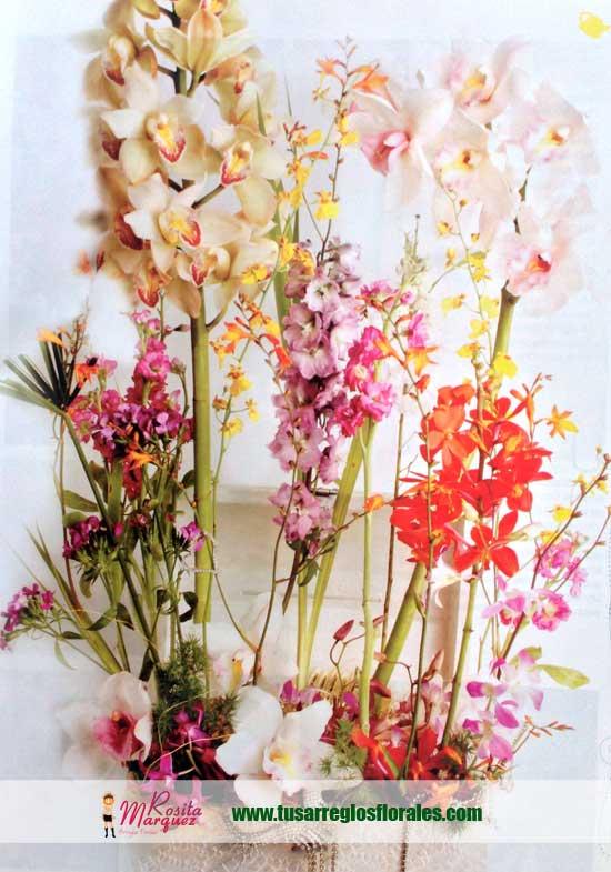 Arreglo-floral-para-espacios-amplios-con-orquideas