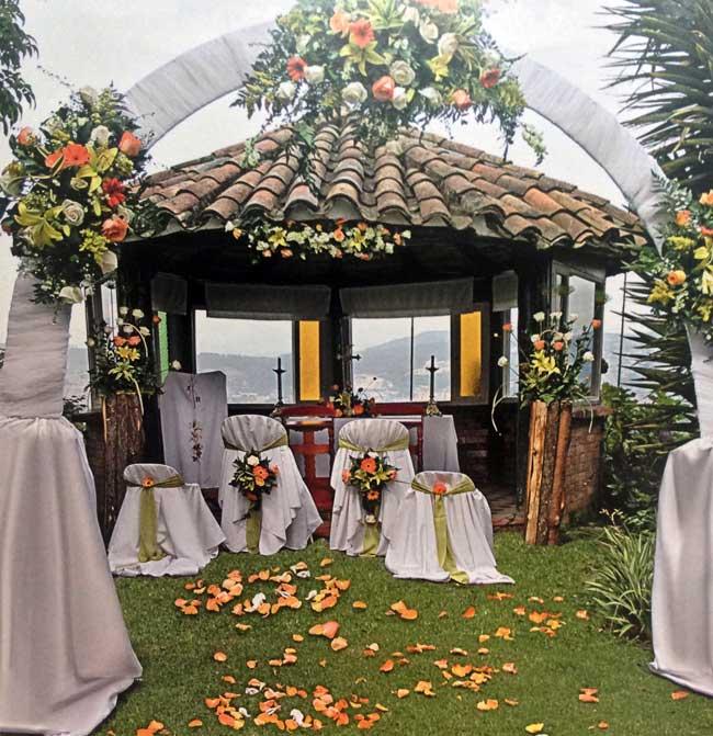 decoracion-aire-libre-flores-rosas